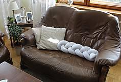 Úžitkový textil - Zapletaný vankúš, dĺžka 30-100 cm, rôzne farby - 9653189_