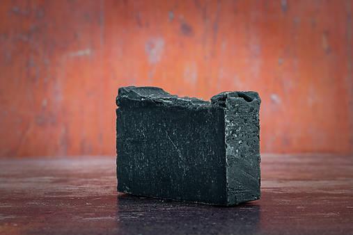 Mydlo s aktívnym uhlím