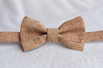 Náhrdelníky - Korkový motýlik unisex - 9654901_