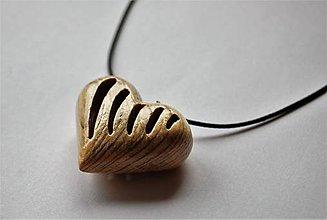 Náhrdelníky - Predaný Drevený náhrdelník - Chladič srdca - 9656916_