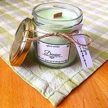 Svietidlá a sviečky - Sójová sviečka s dreveným knôtom s vôňou lipy - 9657256_