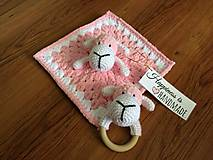 Hračky - Háčkovaný mojkáčik a hrkálka ružová ovečka - 9659647_
