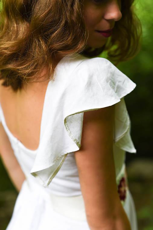 Ľanové šaty s vyšívaným opaskom