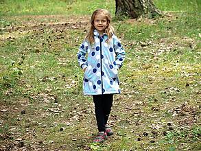 Detské oblečenie - Softshellový kabátik šedý s modrými a bielymi bodkami - 9658826_