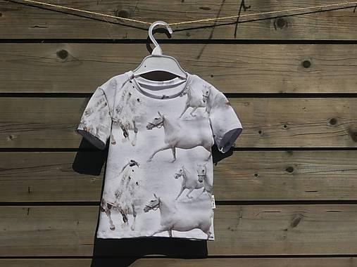 Tričko s koníkmi - biele