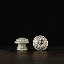 Nábytok - Úchytka - knopka šedá - vzor č. 4 malá - 9657956_