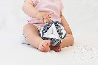Hračky - Montessori úchopová loptička s rolničkou - geo I. - 9664250_