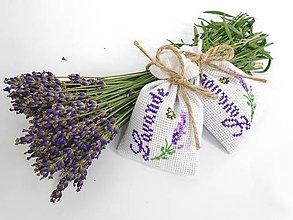Dekorácie - Levanduľové vrecúška s krížikovou výšivkou (Lavande) - 9664265_