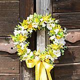 Dekorácie - Venček na dvere s margarétkami - 9663439_