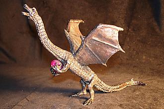 Socha - Vzlietajúci drak s polodrahokamom - 9663642_