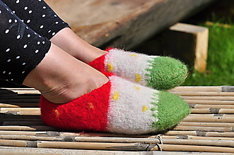 Obuv - jahôdky-plstené papuče - 9666077_