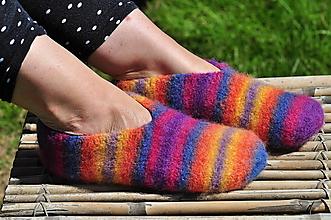 Obuv - barvy všecky-plstené papuče - 9666138_