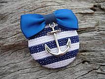 Odznaky/Brošne - ZĽAVA - VÝPREDAJ :) Brošňa Námornícka prúžkovaná modro-biela s kotvou - 9666782_