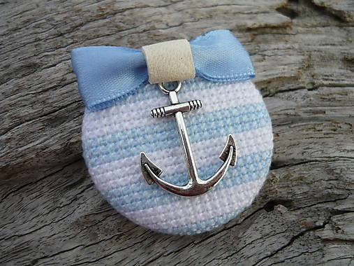 ZĽAVA - VÝPREDAJ :) Brošňa Námornicka prúžkovaná modro-biela s kotvou