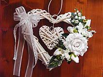 Dekorácie - Biele svadobné srdce s ružou 27cm - 9666544_