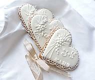 Darčeky pre svadobčanov - Medovníkové srdiečka s kytičkou - 9672491_