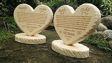 Dekorácie - Vyrezávané lipové srdcia pre rodičov - 9671100_