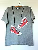 Tričká - tričko - červené boty na sivom - 9670748_