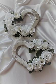 Kytice pre nevestu - Svadobné srdcia na auto bielo-strieborné - 9671170_