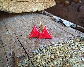 Náušnice - Trojuholníčky 10 mm (červené) - 9670836_