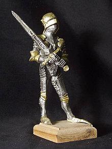 Socha - Kolekcia rytierov v zbroji (rytier v zbroji s mečom) - 9669620_