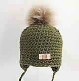 Detské čiapky - Olivovo zelená detská zimná čiapka s kožušinkou - 9669913_