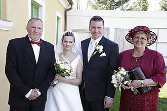 Čiapky - Krajkový spoločenský klobúk pre svadobnú maminku - 9670118_