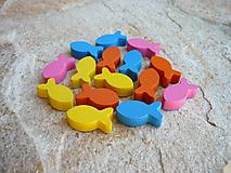 Polotovary - Drevené farebné rybičky 15ks - 9675055_