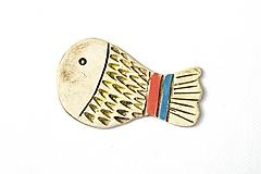 Odznaky/Brošne - Keramická brošňa Veselá rybka Jurko - 9673303_