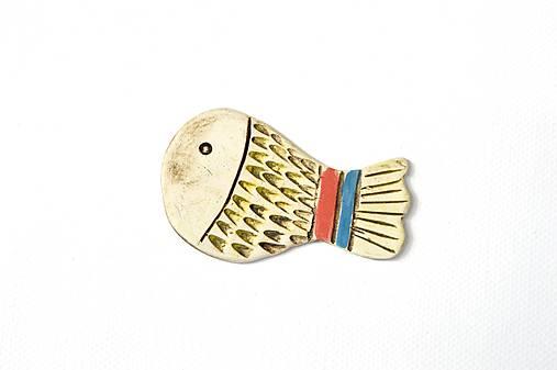 Keramická brošňa Veselá rybka Jurko