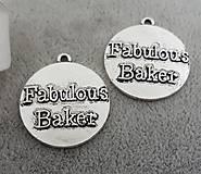 Prívesok s nápisom FABULOUS BAKER