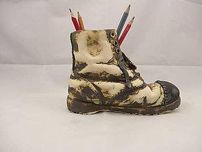Dekorácie - Topánka Martens (stojan na perá, stojan na štetce, ťažítko, kvetináč) (Pestrofarebná) - 9676045_
