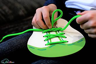 Hračky - Šnurovacia topánka - prírodná - na jemnú motoriku a mašličky (Zelená) - 9680225_
