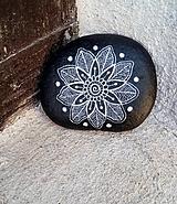 Jemná kresba - ČB - Na kameni maľované