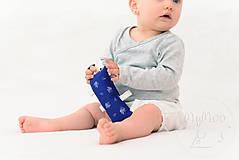 Hračky - Montessori úchopový vankúšik s rolničkou - modrotlač - 9683179_