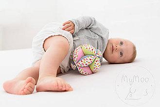 Hračky - Montessori úchopová loptička s rolničkou - kvapky - 9683358_