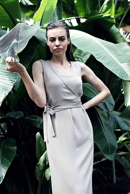 Šaty - Pieskové midi šaty bez rukávov - 9684325_