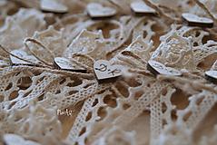 Svadobné pierka s čipkou a motúzikom