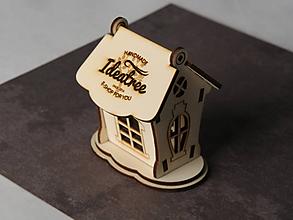 Dekorácie - Drevený domček s logom - 9688424_
