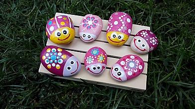 Drobnosti - Usmiate ružové chrobáčiky - Na kameni maľované - 9692539_