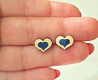 Náušnice - Napichovacie náušnice srdiečka, drevo, živica (Modrá) - 9691138_