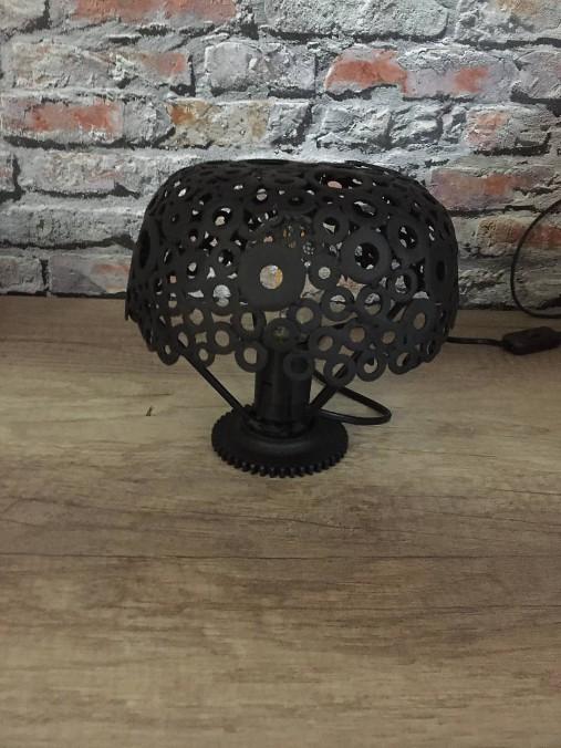 Kovová Lampa