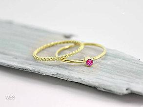 Prstene - 14k zlatý zásnubný komplet prsteňov s prírodným rubínom - 9698076_