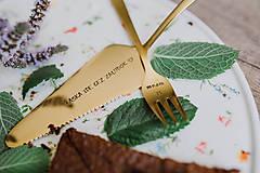Pomôcky - Zlatá lopatka s razeným textom:Láska ide cez žalúdok - 9696582_