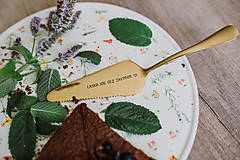 Pomôcky - Zlatá lopatka s razeným textom:Láska ide cez žalúdok - 9696583_
