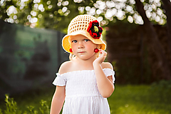 Háčkovaný letný klobúčik žltý