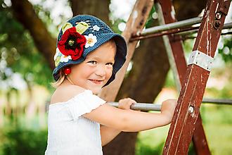 Detské čiapky - Tmavomodrý klobúčik s lúčnymi kvetmi (Modrá) - 9698885_