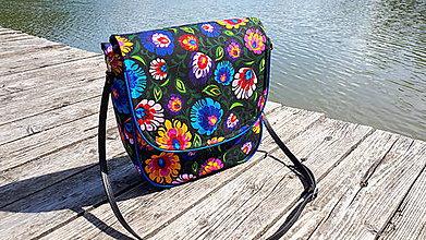 Veľké tašky - Crossbody Folk kabelka (Čierna s modrým lemom) - 9700078_