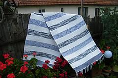 - Tkaný bielo-sivý koberec 1 - 9699751_