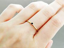 Prstene - 585/14k zlatý zásnubný prsteň s prírodným čiernym diamantom - 9705182_